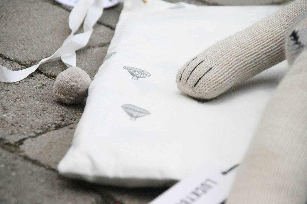sengetøj fra konges sløjd og bamse fra LUCKYBOYSUNDAY