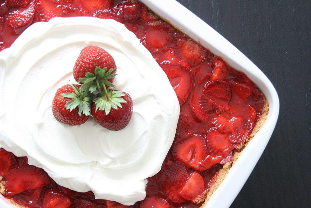 Opskrift på lækker og frisk jordbærkage