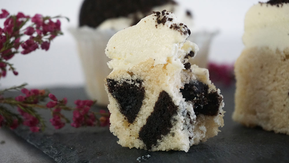 Opskrift på Oreo cupcakes med hvid chokolade frosting