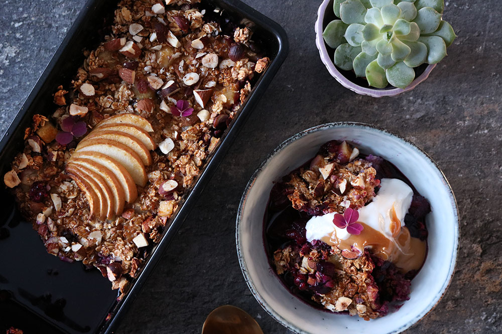 Bagt morgenmad med masser af bær - sundere crumble