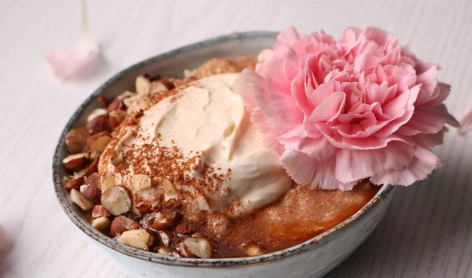 Gulerodskage med cream cheese frosting som morgenmad, mums!