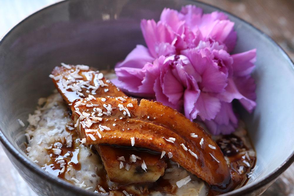 nem og hurtig chia havregrød med vanilje og banan