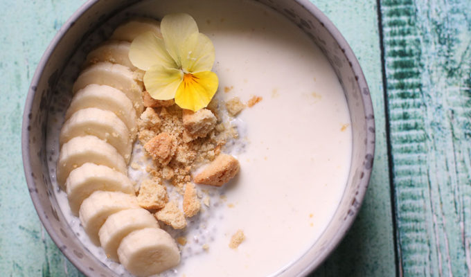 Sommerlækker morgenmad – overnight koldskåls chiagrød