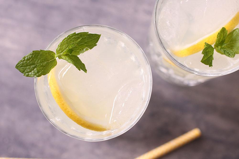 forfriskende sommer lemonade