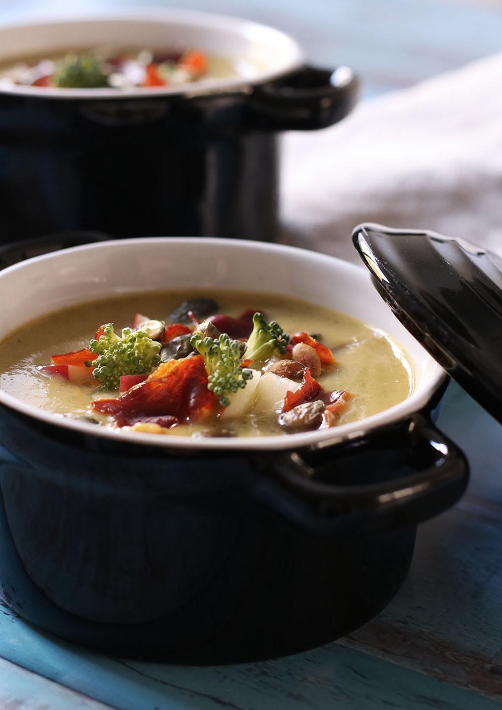 syndig og cremet broccolisuppe