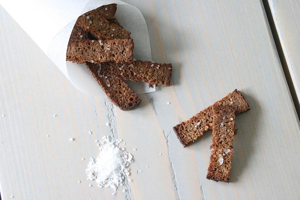 Opskrift på rugbrøds chips-, rugbrødstænger til madpakken