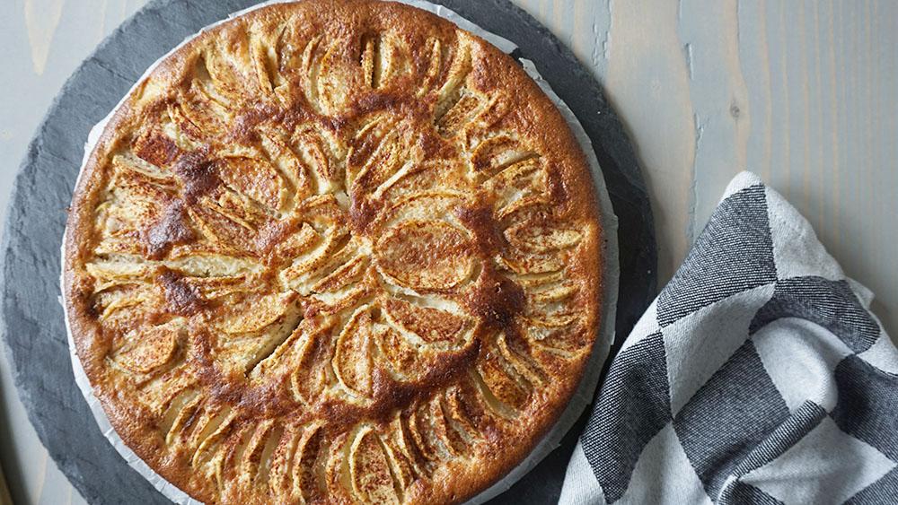 Opskrift på fløjlsblød gluten og sukkerfri æblekage