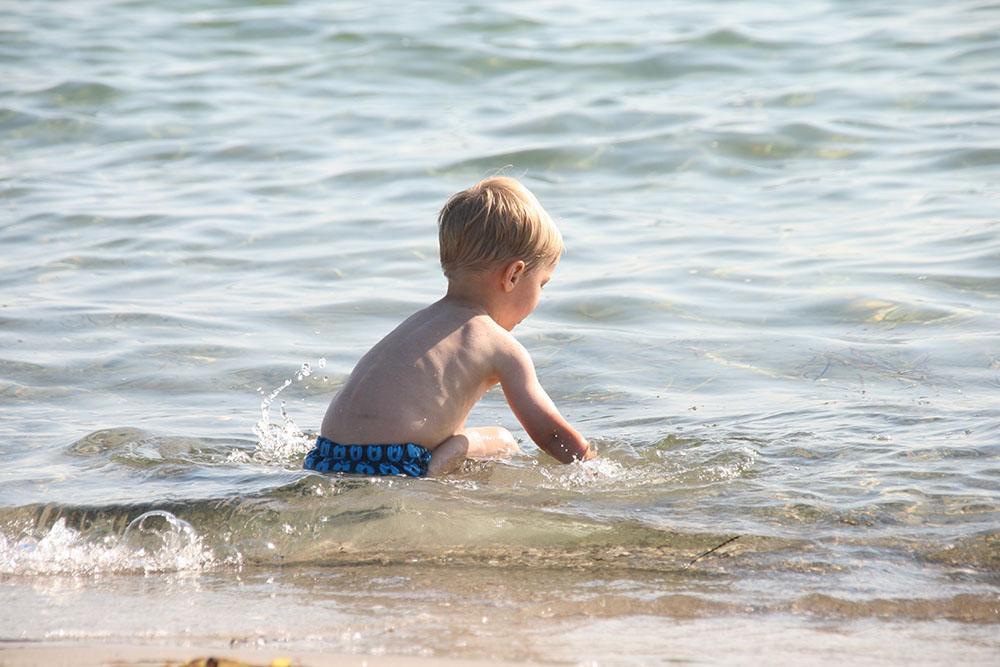 Småfolk badebukser, Enø strand og ferie i DK