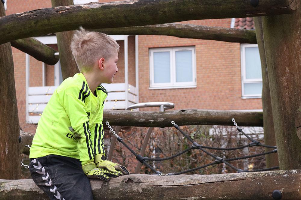klatrestativet på legepladsen