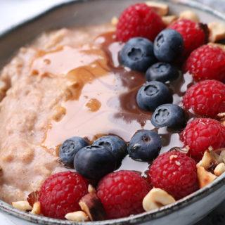 Opskrift på sund morgengrød – Havregrød med kanel og æggehvide.