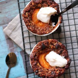 Opskrift på syndig og sund bagt grød med abrikos