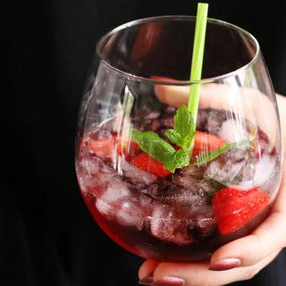 Fredagscocktail – Læskende tranebær drink